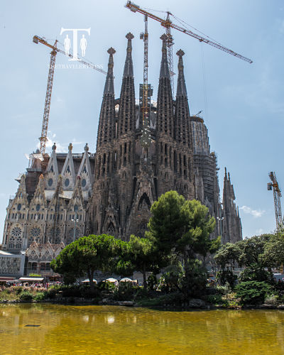 Barcelona-famous-architecture-and-buildings
